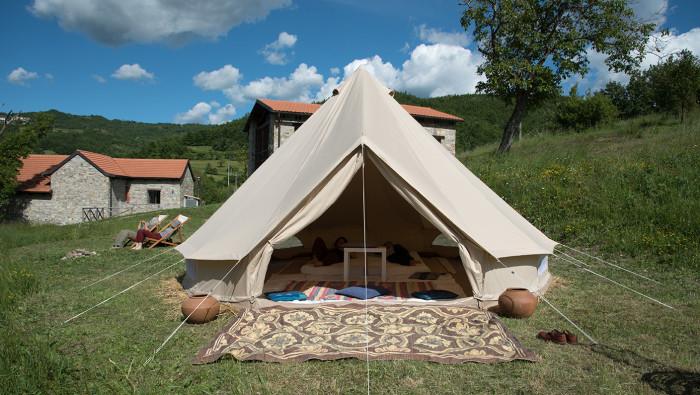 pernottamento in tenda al Parco Mongiardino